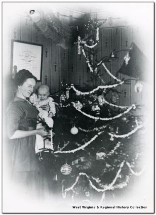 A Christmas tree draped with a popcorn garland and hand blown glass ornaments from Germany (Photograph copyright West Virginia and Regional History Center, West Virginia University, reproduced with permission)