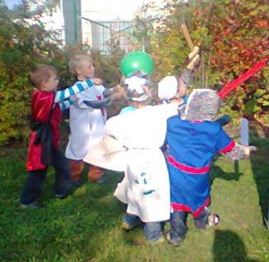 Leon im Kampf gegen den grünen Drachen.