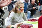 Cranberry eating contest at 2015 Bandon Cranberry Festival, Bandon Chamber of Commerce