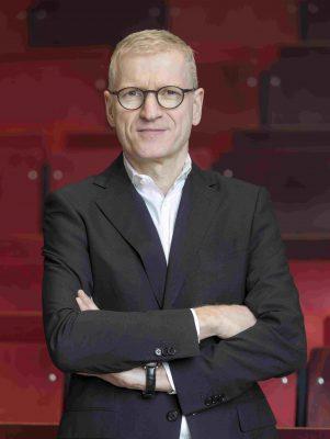 Prof Dr. Reinhard Schütte leitet den Lehrstuhl für Wirtschaftsinformatik und integrierte  Informationssysteme der Universität Duisburg-Essen und befasst sich mit den Themen Enterprise Systems, IS-Architekturen, Digitalisierung von Institutionen, Informationsmodellierung sowie wissenschaftstheoretische Probleme der Wirtschaftsinformatik.