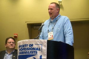 Fannin-Focus publisher Mark Thomason spoke at the SPJ National Convention in New Orleans on Sept. 20. Outgoing national SPJ president Paul Fletcher (left). Photo by Curt Yeomans, SPJ Georgia board member