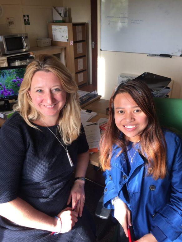 Julia Roberts (left and Dee Rahmat (right)