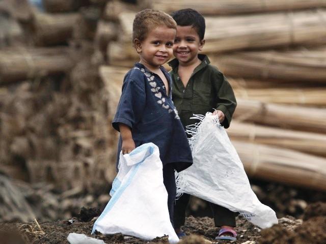https://i1.wp.com/blogs.tribune.com.pk/wp-content/uploads/2011/08/7450-Povertypakchildrenreutersx-1313584862-833-640x480.jpg