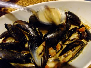 steamed mussels in garlic & ginger
