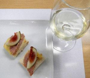 Foie gras on toast with fresh fig along with the wine