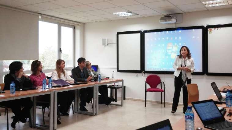Apertura de las jornadas por Doña Nieves Segovia, Presidenta de la Institución Educativa SEK