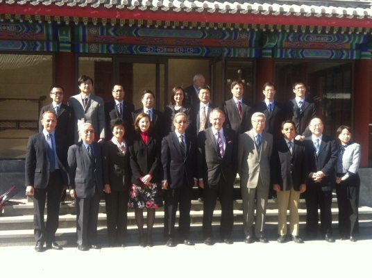 Here Deputy Secretary-General Jan Eliasson poses with members of the United Nations Association in China.