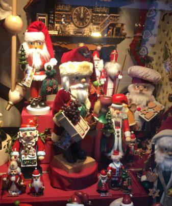 christmas shop (2).jpg