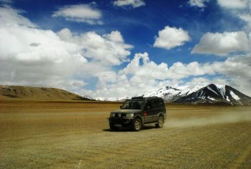 Ladakh Leh car Tril via @WKNDGetaways