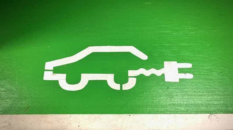 Sustainable Driving: Six Green Driving Tips to Protect the Environment