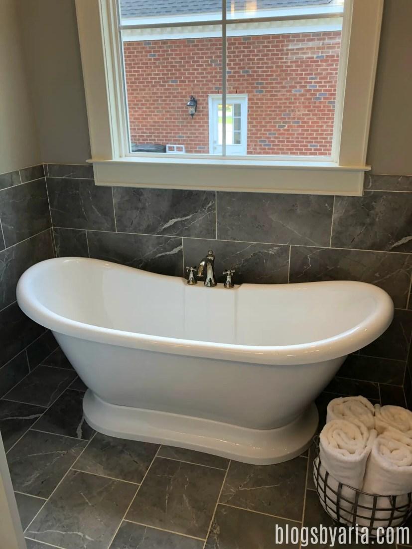 standalone bathtub with high back