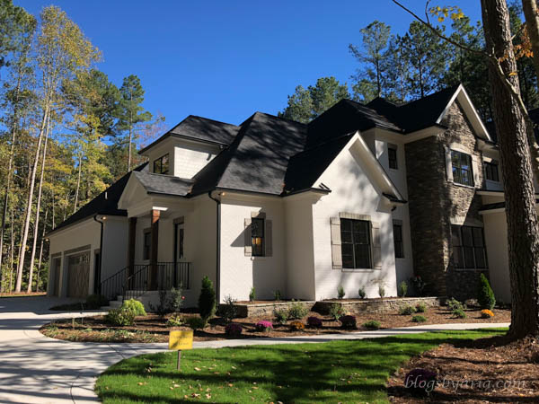 lovely home design with side facing garage