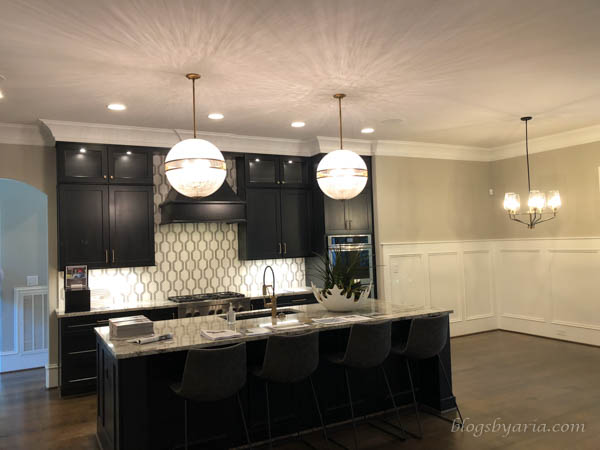 the dark cabinets in this kitchen give it a classy sexy feel
