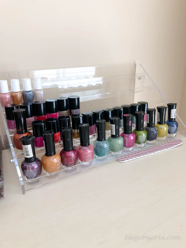 You can organize a small space in less than ten minutes! Here's a mini organization project organizing my daughter's nail polish collection. #beautyorganization #organize
