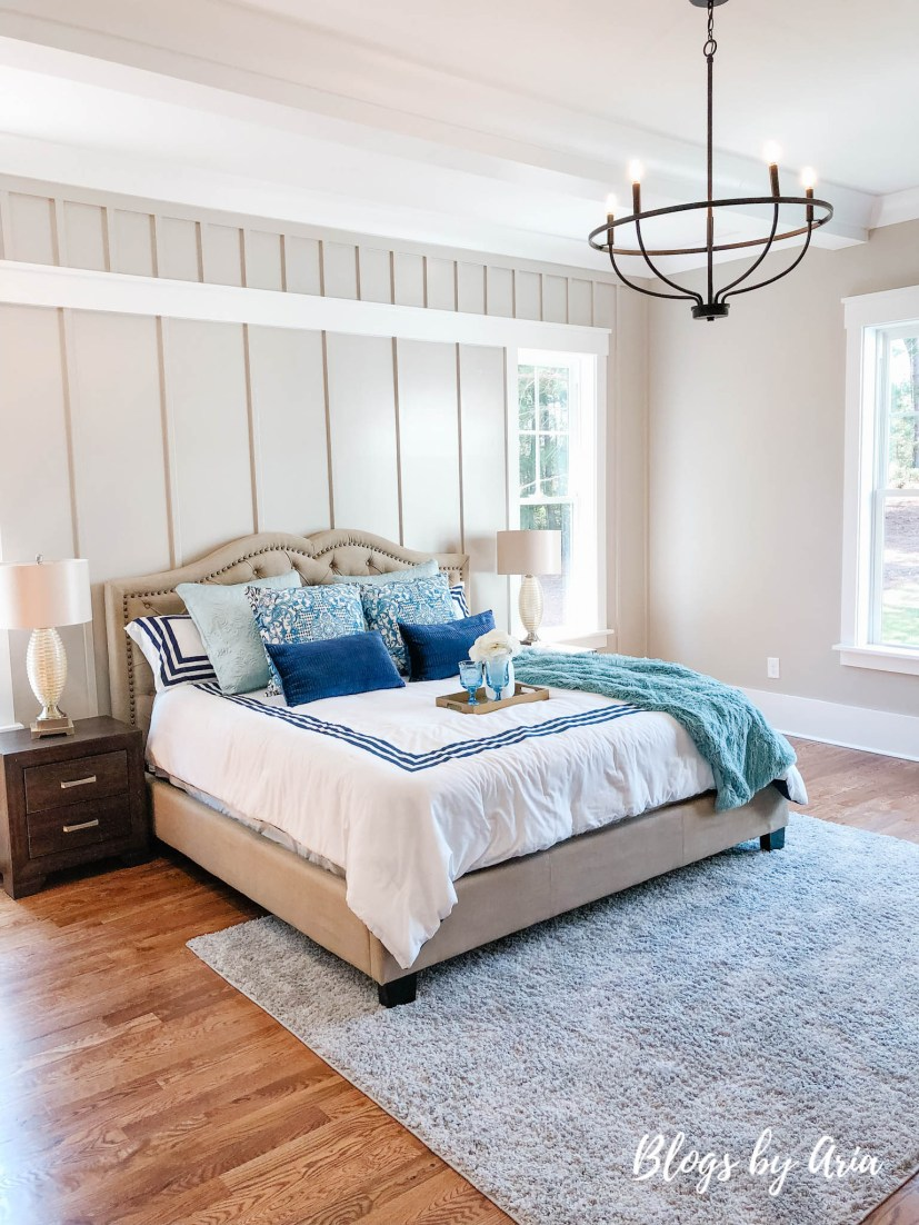traditional farmhouse bedroom