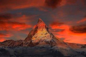 Nenhuma montanha é tão alta que Deus não posso te enxergar