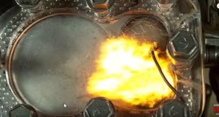 Voir les explosions à l interieur d un moteur à combustion.