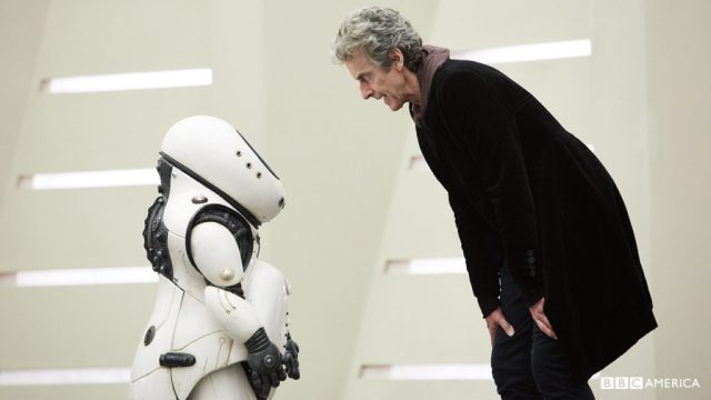 Doctor Who S10 E02 - Smile - Emojibot and The Doctor (PETER CAPALDI) © BBC