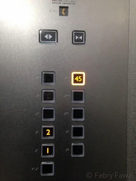 Meluncur langsung ke lantai 45