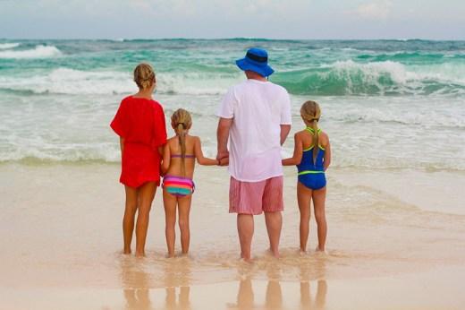 sur-la-plage-en-famille