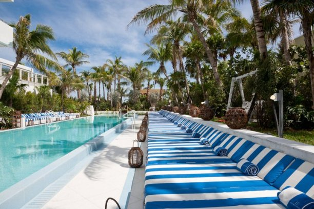 soho-beach-house-miami-bord-de-la-piscine
