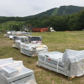 Livraison de trois conteneurs de composantes des terminaux provenant d'Autriche.