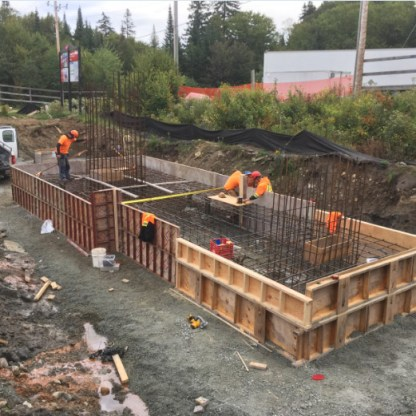 Final adjustments to the formwork and lower station footing reinforcement.