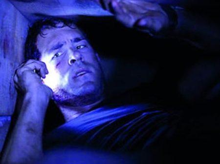 Ryan Reynolds interpreta a Paul Conroy en la película Buried