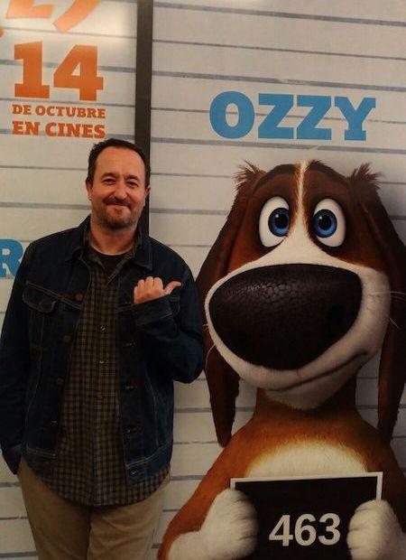 El guionista Juan Ramón Ruiz de Somavía con Ozzy