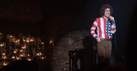 Sacha Baron Cohen en un fotograma de la película The trial of the Chicago 7