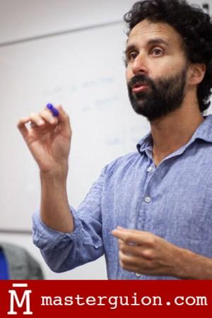 El guionista Pablo Remón imparte una clase en el Máster de Guión de Salamanca