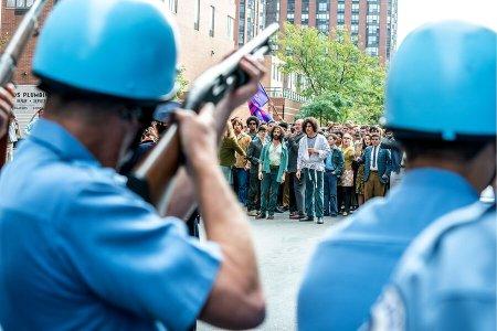 Un fotograma de la película The Trial of the Chicago 7