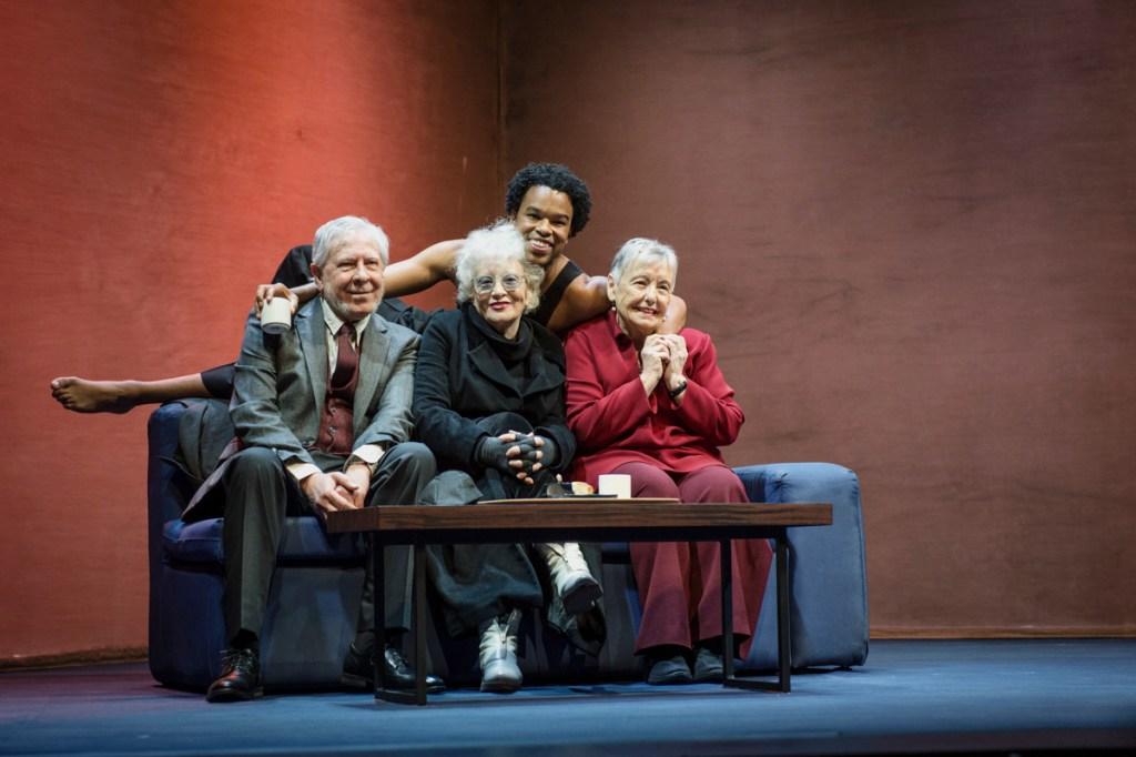 El elenco de la obra teatral El Abrazo Foto: Ana Álvarez Prada