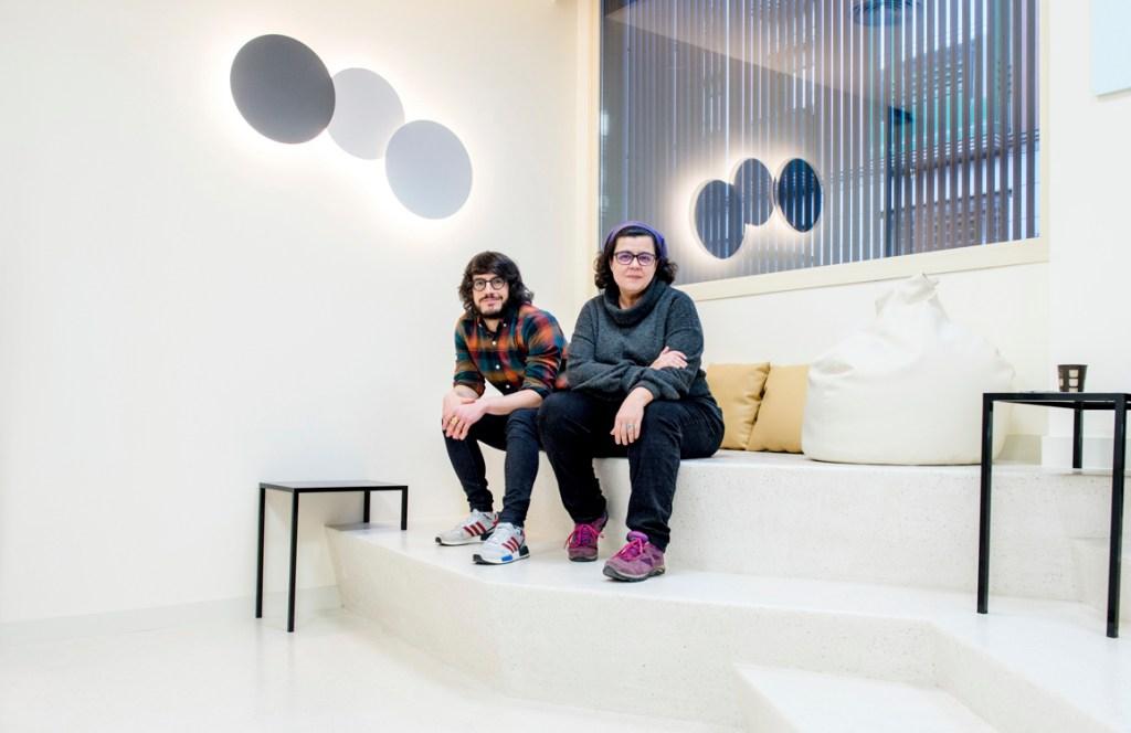 Los guionistas Carlos de Pando y Sara Antuña en la sede de DAMA en MAdrid. Foto Ana Álvarez Prada