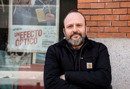 El cineasta Juan Cavestany en la librería Ocho y Medio de Madrid. Foto: Ana Álvarez Prada