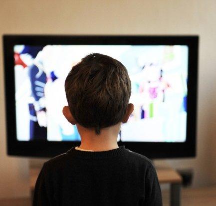 copil televizor - foto pixabay