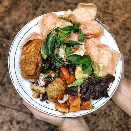 Makanan dan Minuman Khas Jakarta - Nasi Ulam