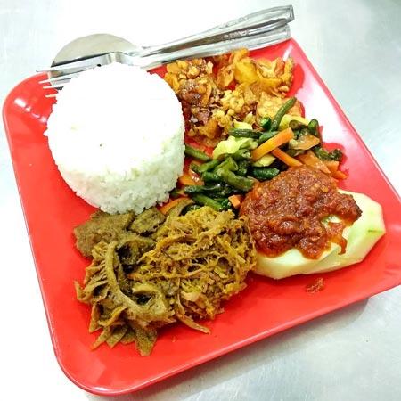 Makanan dan Minuman Khas Surabaya - Nasi Empal Pengampon