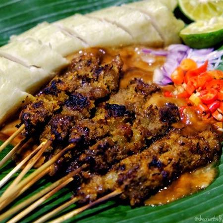 Makanan dan Minuman Khas Surabaya - Sate Klopo