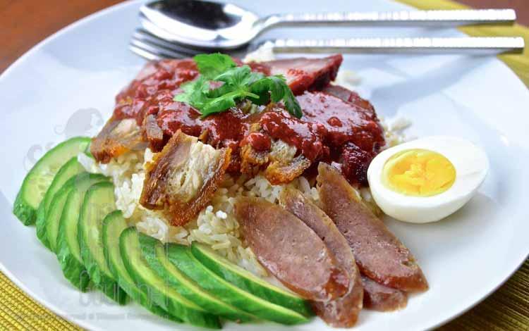 Makan Khas Thailand Yang Enak Dan Cocok Untuk Lidah Orang Indonesia - Kao Moo Dang