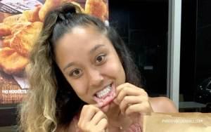 Gadis asal Australia mentato bibirnya dengan tulisan KFC