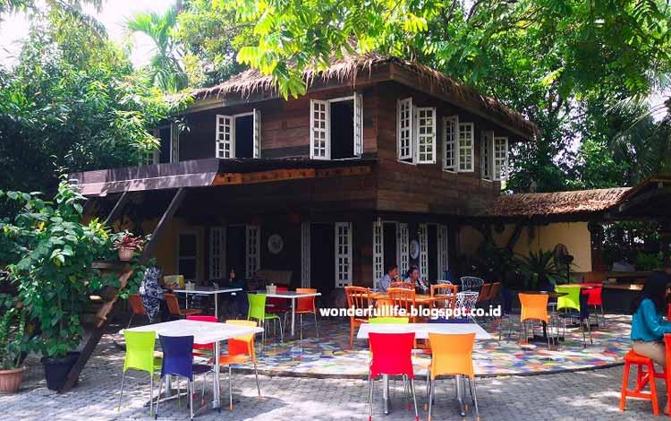 Tempat Makan atau Restoran Dengan Nuansa Alam Di Medan - Cafe Rumah Pohon
