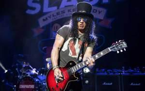 Gitaris Terbaik dan Terhebat Di Dunia Dengan Skill Tingkat Dewa - Slash