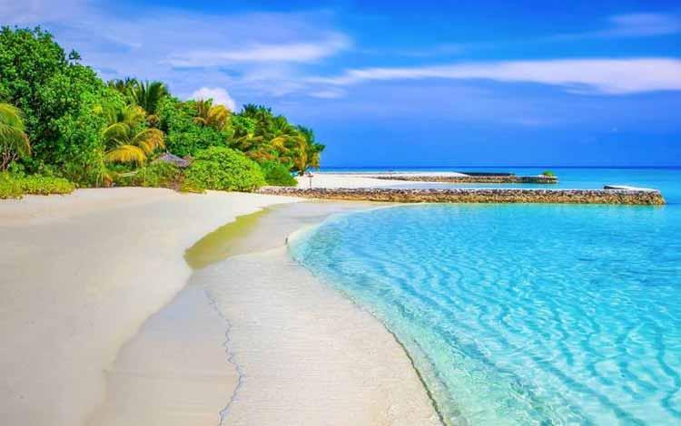 Pantai Indonesia Yang Tak Kalah Indah Dari Maldives - Pantai Karimun Jawa