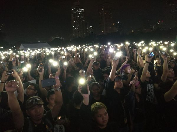 millennials-candlelights-at-marcos-heros-burial-protest