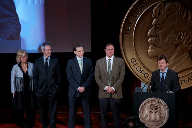 Beau_Willimon_with_cast_and_crew_of_House_of_Cards_at_the_73rd_Annual_Peabody_Awards.jpg