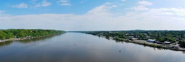 Hudson River panorama from_walkway_looking_north