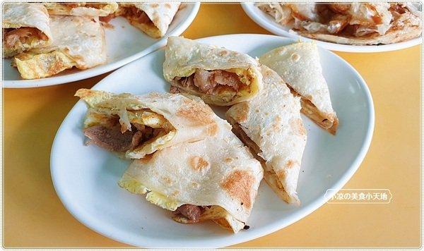 20a4bce0 eb7a 400c 86cb 84a5231216bd - 幾乎看不到招牌的人氣中西式早餐,推薦海南燒雞、薑汁燒肉蛋餅,是酥香的唷
