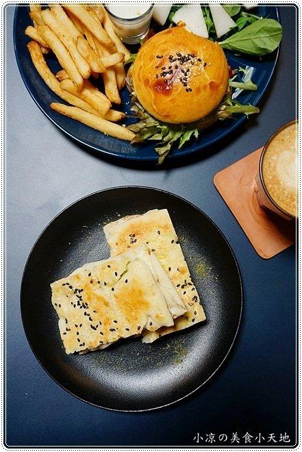 9a0547c8 43df 41d1 ab3f 7b8e9950c38a - 熱血採訪║OkieDokie Cafe,夢幻彩繪牆,網美必去打卡點!文青風裝潢,結合澳洲輕食、漢堡、三明治的咖啡小店