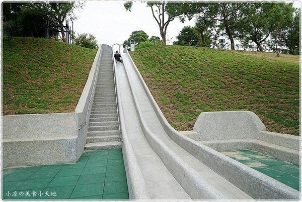 a4dea7f8 75f4 4cd5 bcee e3444b9a5512 - 全台中最長的溜滑梯,正式引爆,沙坑、草地、兒童遊戲區、小孩玩翻天